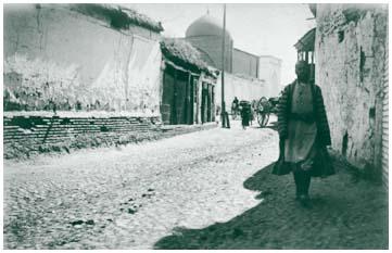 Вход в мечеть Ходжи Ахрара со стороны улицы Гуль-базар